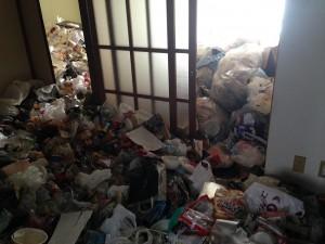 アパートの大量ゴミ1