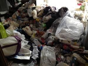 キッチンの大量ゴミの回収前1
