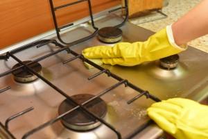 丁寧にお掃除して、家をきれいにします。