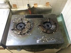 キッチン(ガスコンロ)の掃除前
