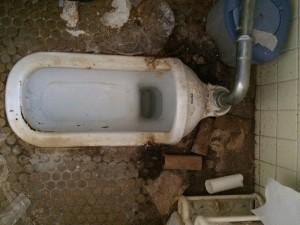 和式トイレの掃除前3