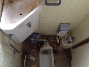 和式トイレの掃除前1