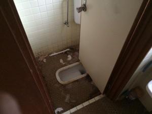 和式トイレの掃除前2