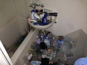 アパート浴室の清掃前