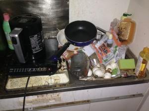 アパートキッチン清掃前